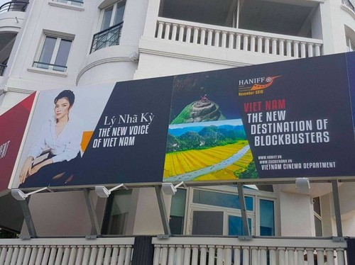Xon xao anh Ly Nha Ky tren pano quang ba tai LHP Cannes