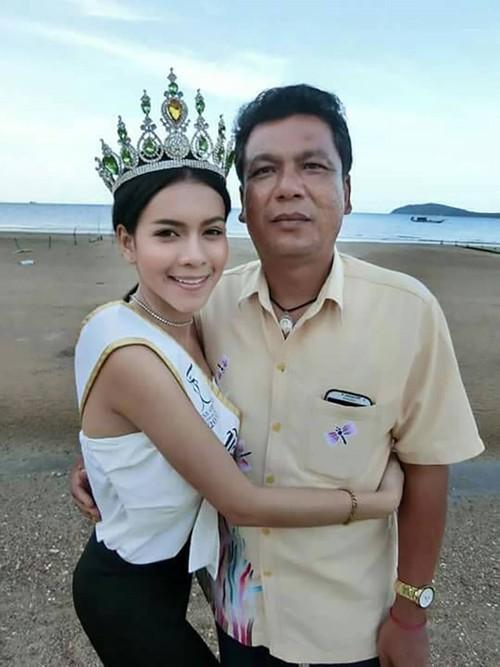 Nguoi than chet lang lo hau su cho Hoa hau Thai Lan 19 tuoi-Hinh-4
