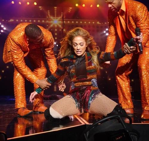 Jennifer Lopez gap su co nguong chin mat vi dien sung