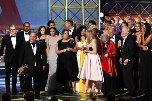 """Emmy 2017: Phai nu len ngoi, """"The Voice"""" gianh quan quan TV Show"""