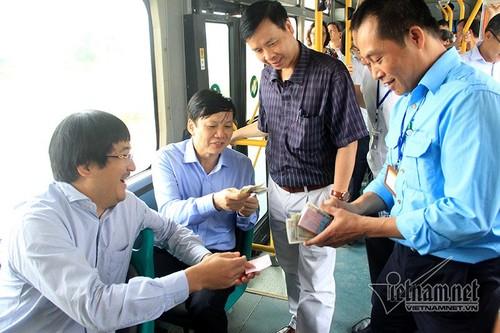 Ha Noi: Cho 13.000 khach moi ngay, buyt nhanh BRT qua tai-Hinh-4