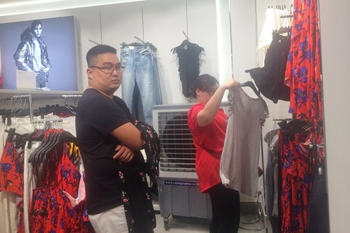"Trong H&M co gi ma dan Sai Gon ""phat dien""?-Hinh-9"