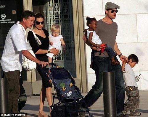 Angelina Jolie lan dau tien xuat hien sau ly hon-Hinh-2