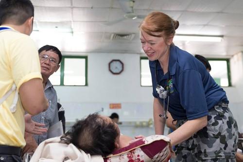 Nu quan nhan cua Luc luong Quoc phong Australia tham Viet Nam-Hinh-6