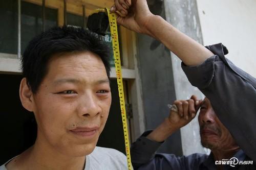 """""""Di nhan"""" cao hon 2m, U40 van tiep tuc cao gay soc nang-Hinh-3"""