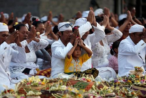 Bali hoi hop cho nui lua phun trao-Hinh-5