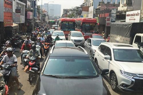 Hỗn loạn giao thông cận tết