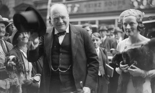 Thu tuong Churchill tiet lo soc ve su song ngoai hanh tinh