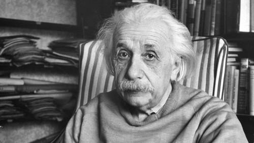 """Albert Einstein: """"Con nguoi duoc phu cho vua du tri thong minh""""-Hinh-2"""