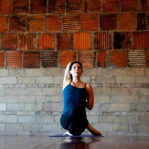 Detox co the tu nhung bai tap yoga don gian-Hinh-3