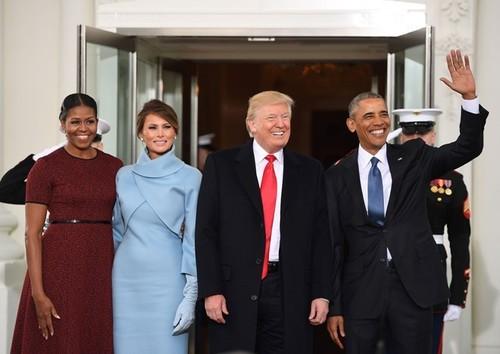 Ba Melania Trump mac giong Jackie Kennedy ngay chong nham chuc-Hinh-3