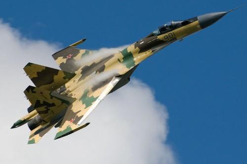 Choang canh sieu tiem kich Su-35 co dong kho tin tren khong