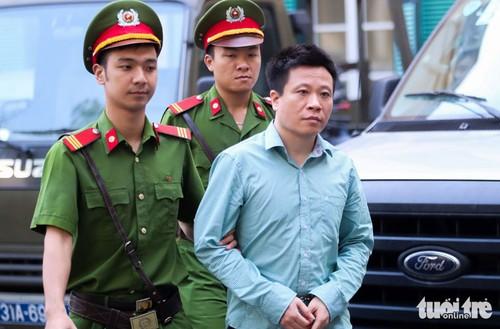 Cac nhan vien OceanBank mong Ha Van Tham duoc binh an