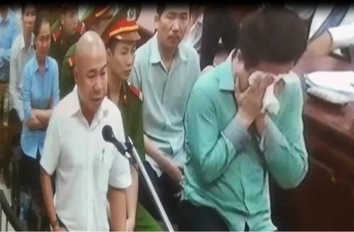 Vi sao Ha Van Tham om mat khoc giua phien xu OceanBank?