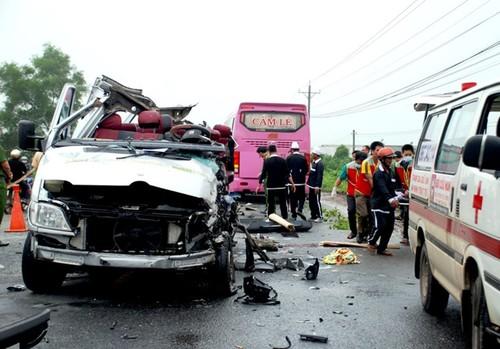 Pho Thu tuong chi dao lam ro vu TNGT 2 xe khach tong nhau