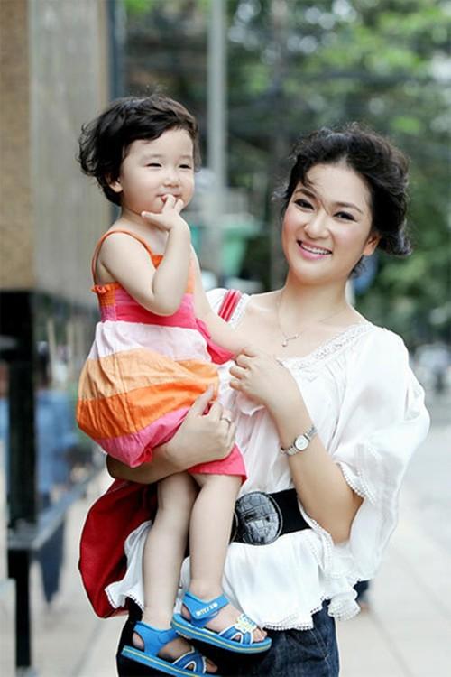 Duong tinh Hoa hau Viet Nam: Nguoi cuoi tuoi, ke khoc rong-Hinh-4