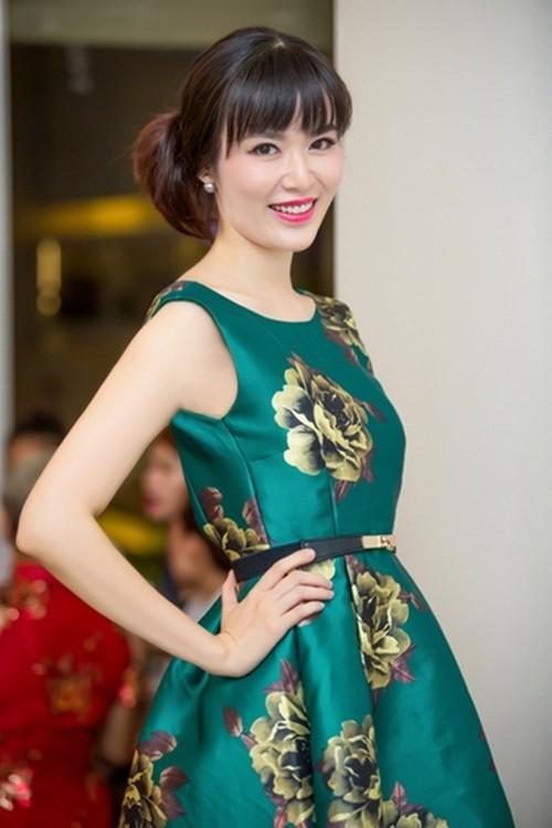 Duong tinh Hoa hau Viet Nam: Nguoi cuoi tuoi, ke khoc rong-Hinh-6