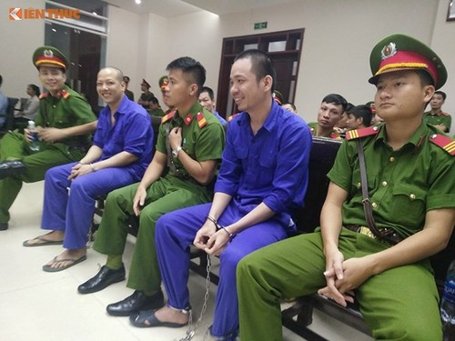 Diem nong 24h: Pho Chu tich HDND xa bi ban chet vi…ghen-Hinh-3