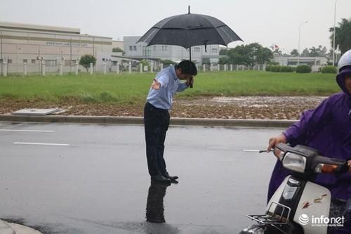 Diem nong 24h: Ho Hoa Binh lan dau tien phai mo het cua xa-Hinh-8