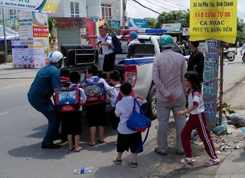 Diem nong 24h: Nuoc lu cuon cuon vay khon nhieu noi-Hinh-3