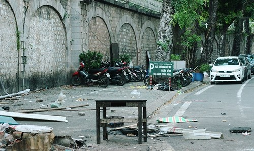 "Tin nong ngay qua: Phat hoang ""vet la"" trong ham Hai Van, Binh Nhuong dep la"