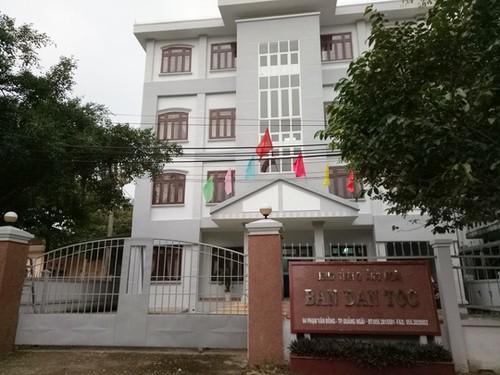 Vi sao truong Ban Dan toc tinh Quang Ngai bi de nghi ky luat?