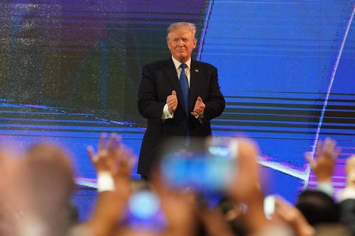Chieu nay, Tong thong Donald Trump se toi Ha Noi