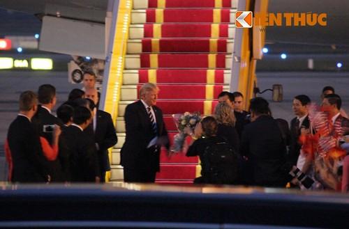 Tong thong Donald Trump den Ha Noi, bat dau tham chinh thuc Viet Nam-Hinh-4