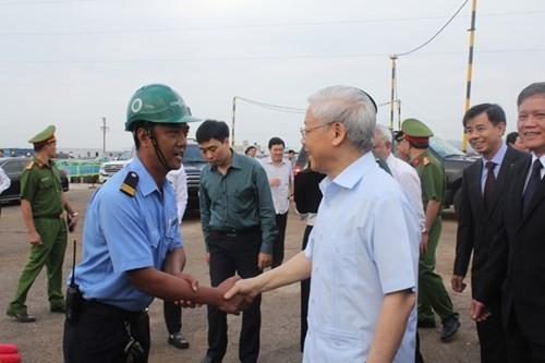 Tong Bi thu Nguyen Phu Trong tham Du an to hop san xuat o to VINFAST-Hinh-2
