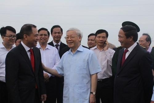 Tong Bi thu Nguyen Phu Trong tham Du an to hop san xuat o to VINFAST