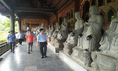 Chiem bai tam linh va thuong ngoan non nuoc Ninh Binh