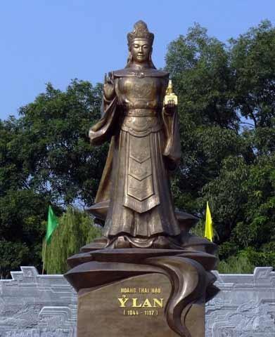 Hoang Thai hau Y Lan va vet den sam hoi mai khong phai