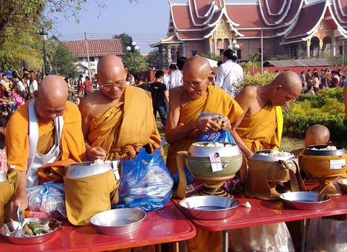Dac sac le hoi That Luang cua Lao-Hinh-2