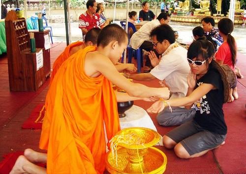 Dac sac le hoi That Luang cua Lao-Hinh-4