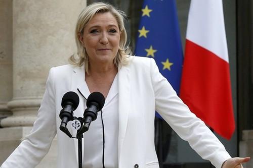 Marine Le Pen ung ho Phap rut khoi NATO va EU