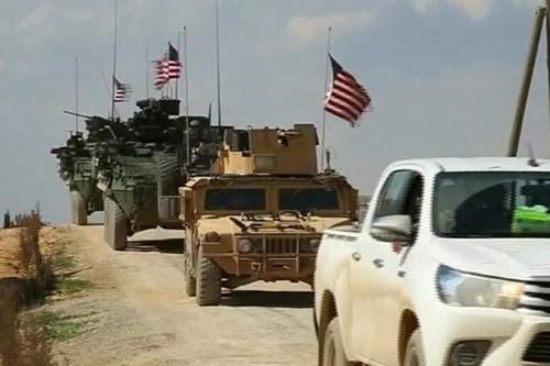 My dem thuy quan luc chien va trong phao danh Raqqa