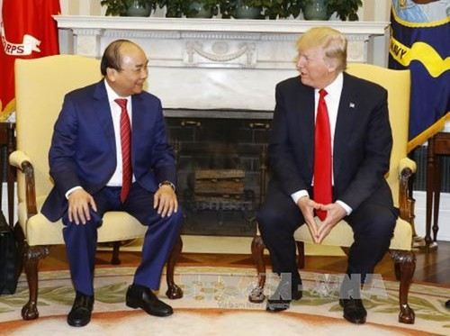 Thu tuong Nguyen Xuan Phuc hoi dam voi Tong thong Donald Trump