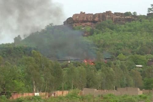 Giai cuu hang chuc du khach trong vu tan cong khu nghi duong o Mali