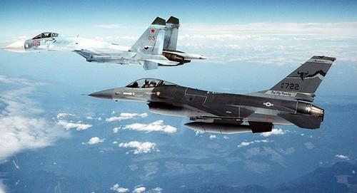 """May bay Nga """"xua duoi"""" chien dau co NATO tren bien Baltic"""