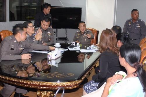 """Thai Lan: Chieu dai quan chuc """"mon trang mieng"""" bang... thieu nu"""