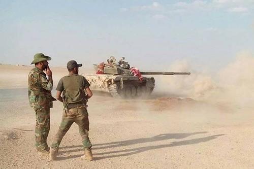 Quan doi Syria truy kich phien quan IS tu thi tran Sukhnah-Hinh-2