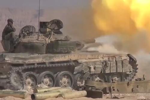 Quan doi Syria sap cong Deir Ezzor tu hai huong