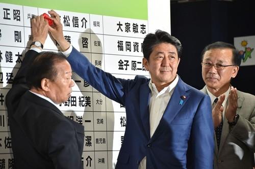 Lien minh cua Thu tuong Shinzo Abe du kien thang vang doi