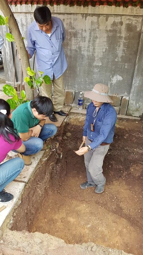 Phat hien nen dat la o khu vuc khao co tim mo Quang Trung