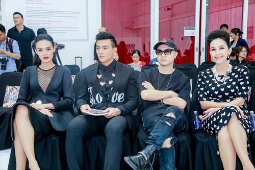 Do Manh Cuong pha loi the lam show chung voi NTK tre