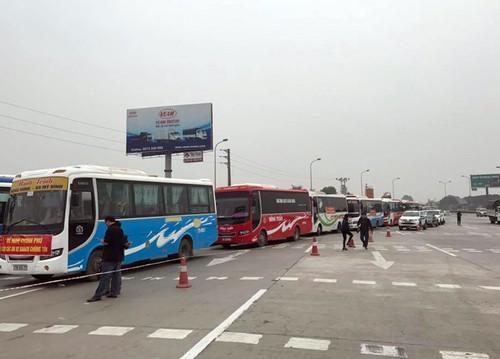 Chan doan xe khach keo len Ha Noi