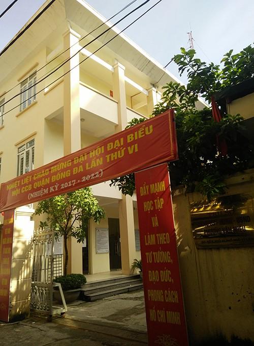 """Su that nguoi dan bi """"hanh"""" khi xin giay chung tu o phuong Van Mieu - HN-Hinh-2"""