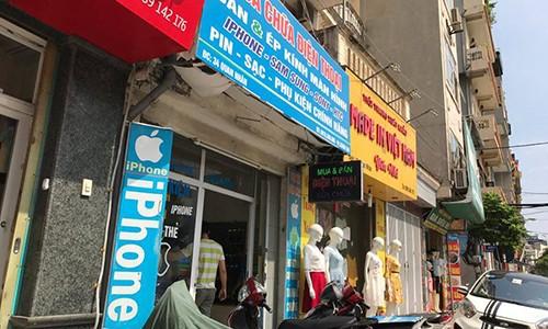 "Vo mua iPhone ""tu suong"", thanh nien bat ngo ""cuom"" dien thoai bo chay"
