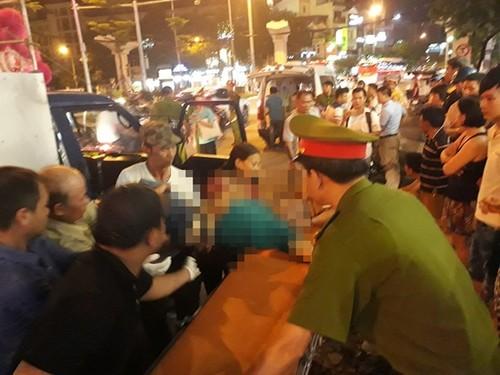 Hoang hot tai xe xe tai chet guc trong cabin tren duong pho Ha Noi