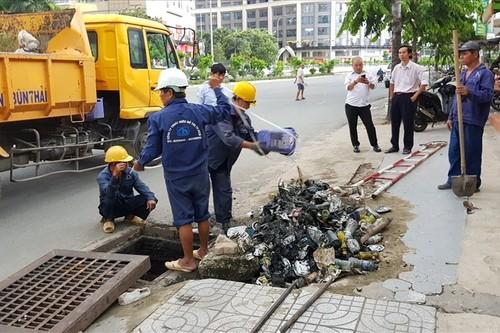 Sieu may bom tren duong Nguyen Huu Canh tam dung hoat dong-Hinh-2